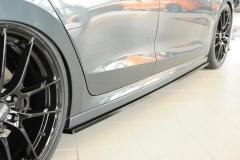 Octavia 4 RS tuning - nástavce bočních prahů